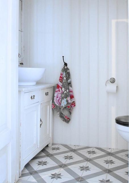 azulejos o baldosas artísticas, color gris con blanco y estilo vintage
