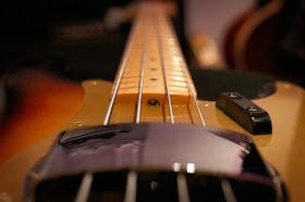 Mengatur Truss Rod untuk Mengatasi Neck Gitar yang Melengkung