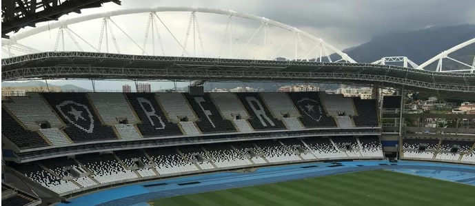 No Nilton Santos, estádio do Botafogo, até segunda ordem, urubu não entra nem pagando