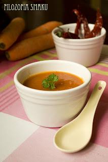(Pikantna zupa marchewkowa