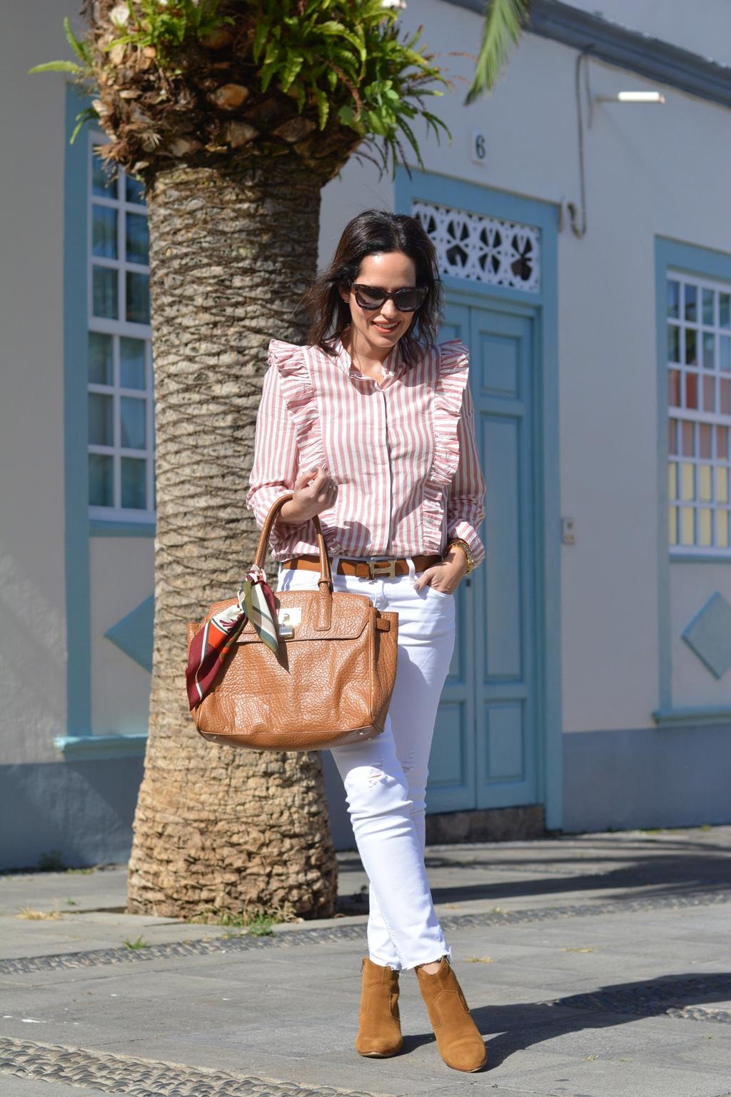 look-camisa-volantes-jeans-blancos-zara