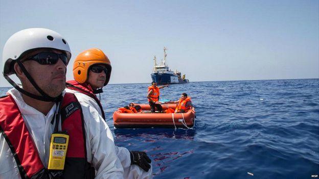 Спасатели в Средиземном море