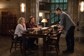 "Samantha Smith as Mary Winchester, Jared Padalecki as Sam Winchester, and Jensen Ackles as Dean Winchester in Supernatural 12x23 ""All Along the Watchtower"""