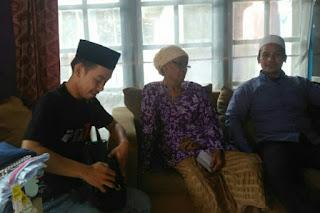 Pegiat Majelis Cinta Negeri Sebarkan Santunan Untuk Kaum Dhuafa