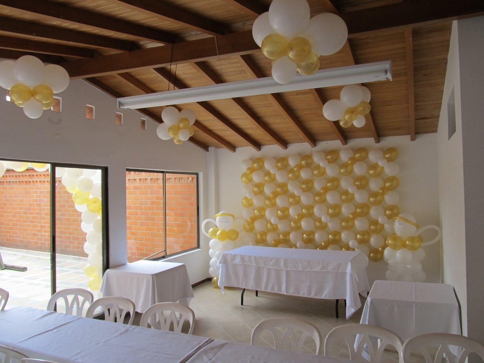 decoracion con globos para primera comunion y