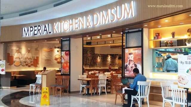 makan enak di imperial kitchen and dimsum mall pesona square depok nasi goreng yang chow dan mie ayam cha siew barbeque kuliner depok nurul sufitri blogger lifestyle