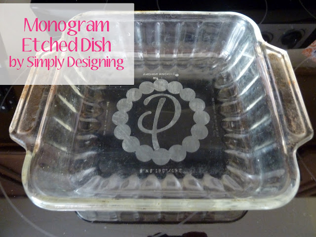 Monogramed Etched Casserole Dish | #silhouette #glassetching #vinyl