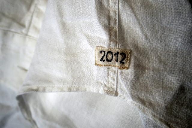 マンダリン カラーのリネンシャツ