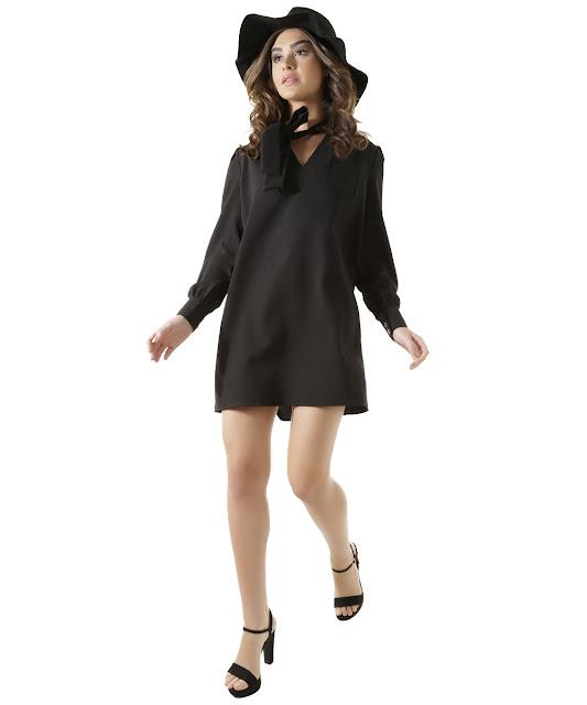 Vestido elle anos 70 preto: Sua modelagem é reta com caimento soltinho