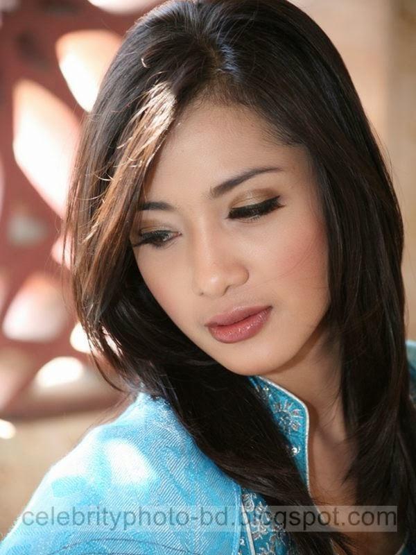 Cute Indonesian Model Amanda's Exclisive Beautiful HD photos 2014-2015