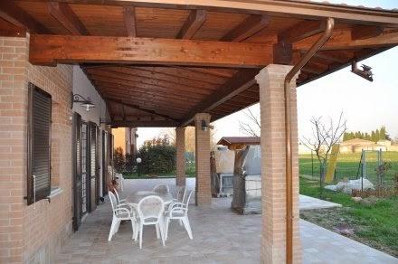 Il portico in legno non pu definirsi struttura precaria for Ville con portico in legno