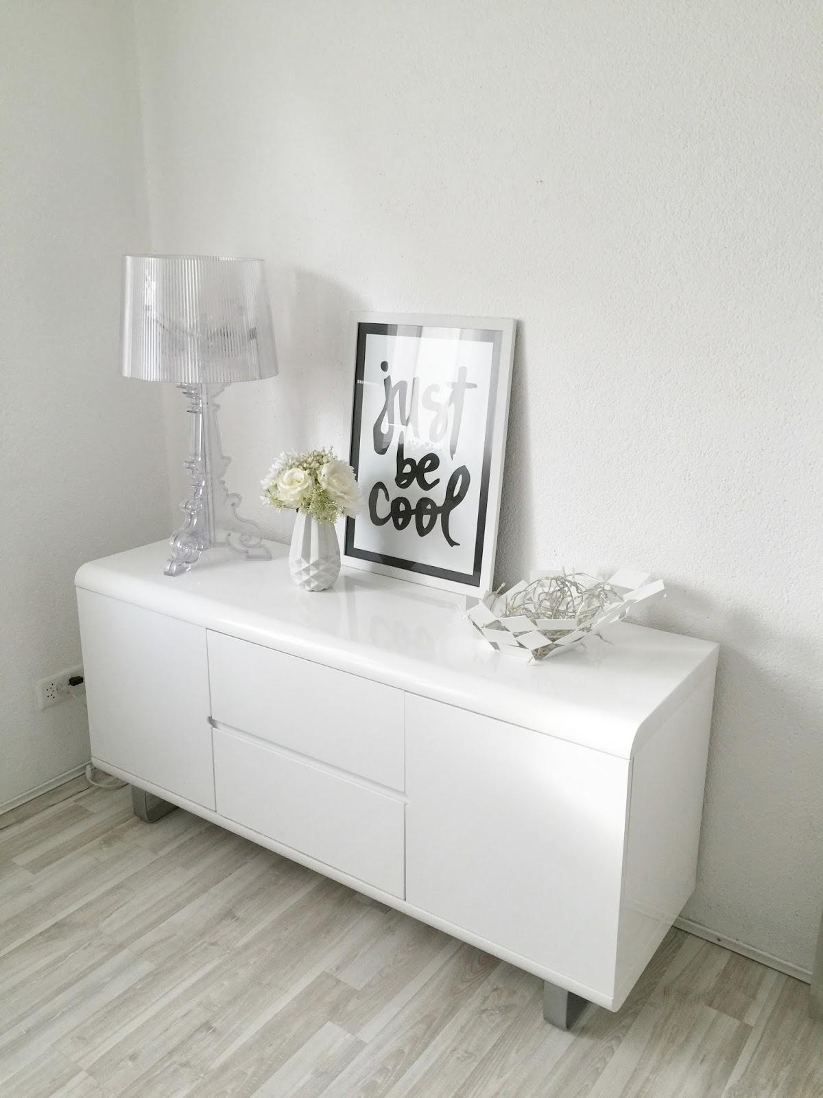 deco buffet salon. Black Bedroom Furniture Sets. Home Design Ideas