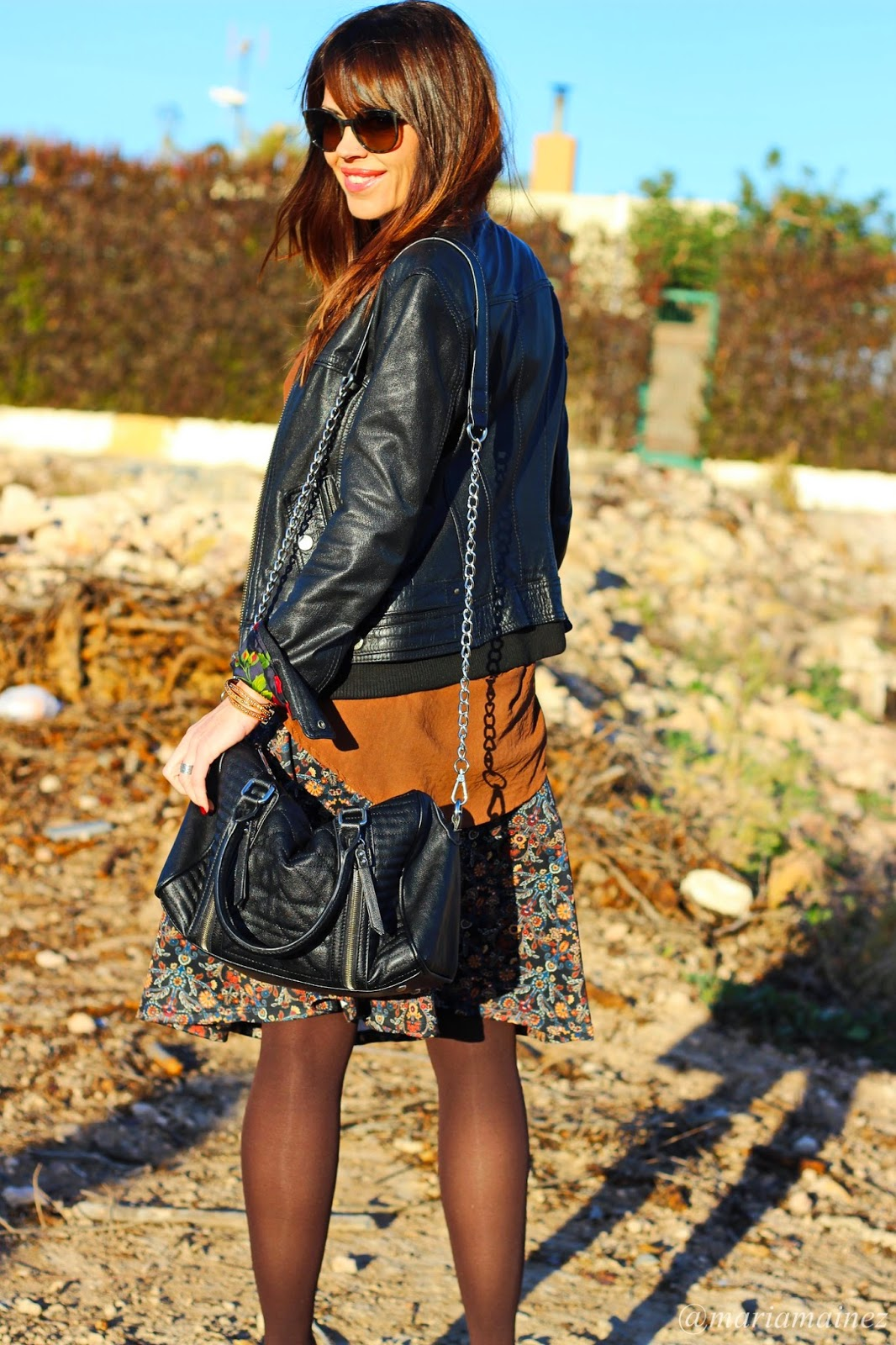 Falda midi - Streetstyle - Fashion blogger - Biker D&G - Chanel Sunnies
