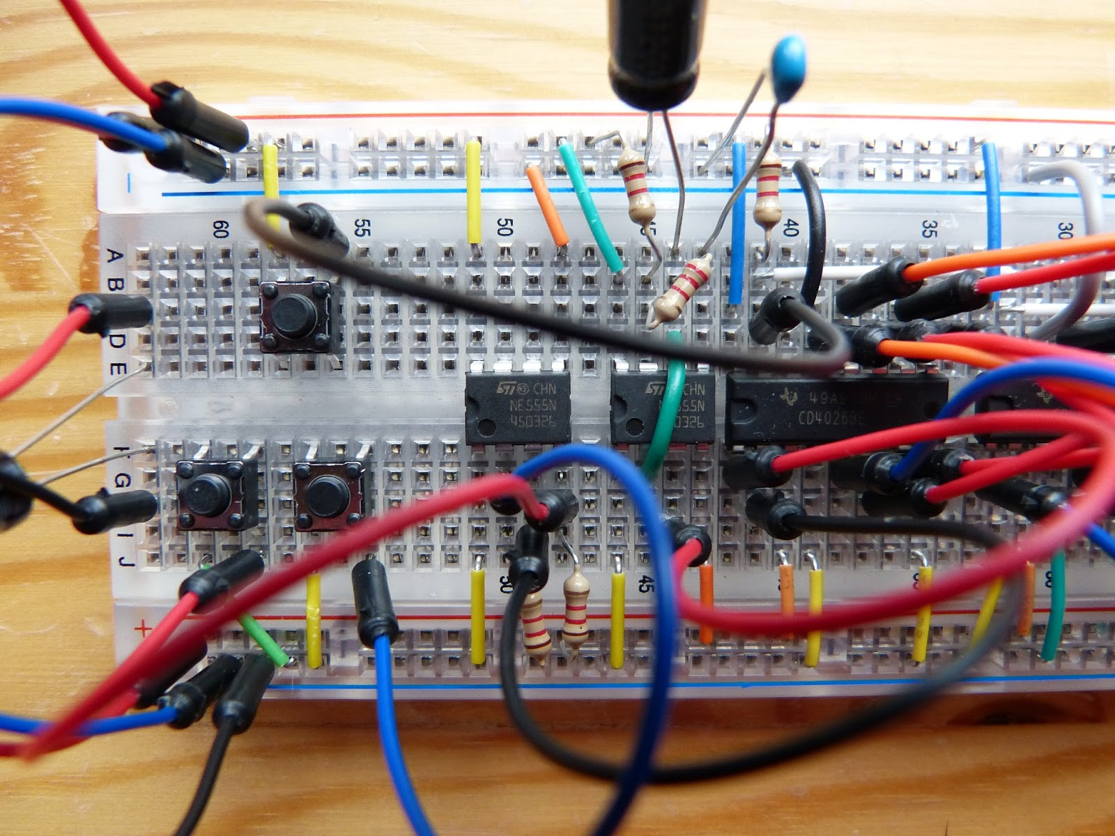Electronics Page 5 Homehack Valentine Led Chaser Detail Of The Circuit With Two Added 555 Chips In Middle And Tactile Switches Left