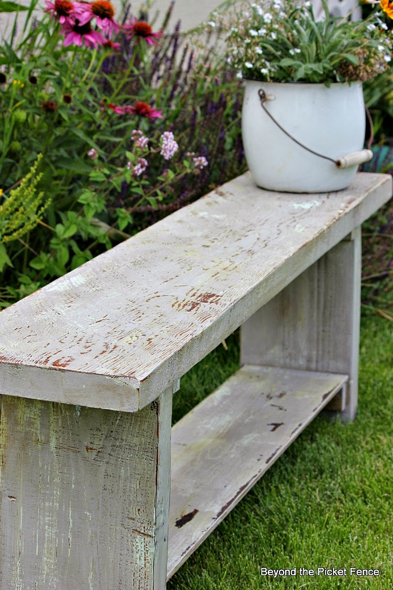chippy paint finish on reclaimed wood bench http://bec4-beyondthepicketfence.blogspot.com/2014/07/how-to-create-authentic-chippy-paint.html