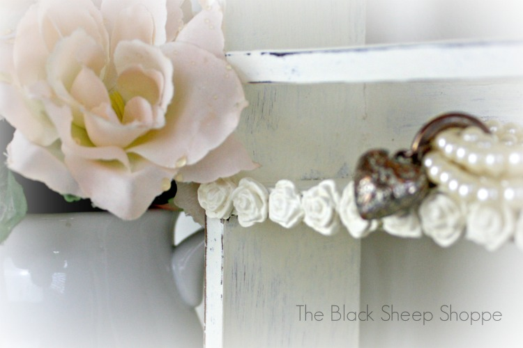 Decorative roses give create a shabby chic design.