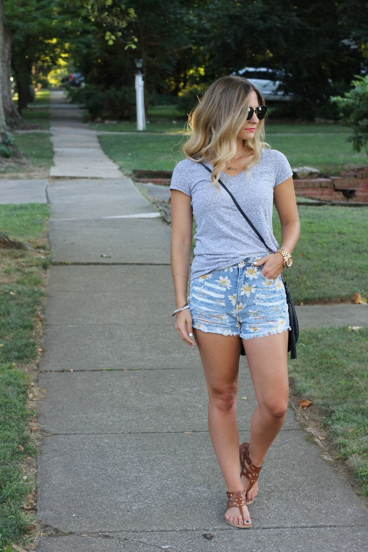 How To Wear High Waisted Cutoff Shorts