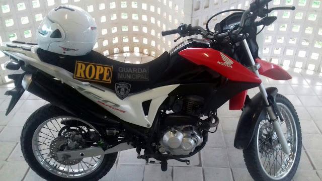 Guarda Municipal de Socorro recupera moto abandonada em matagal