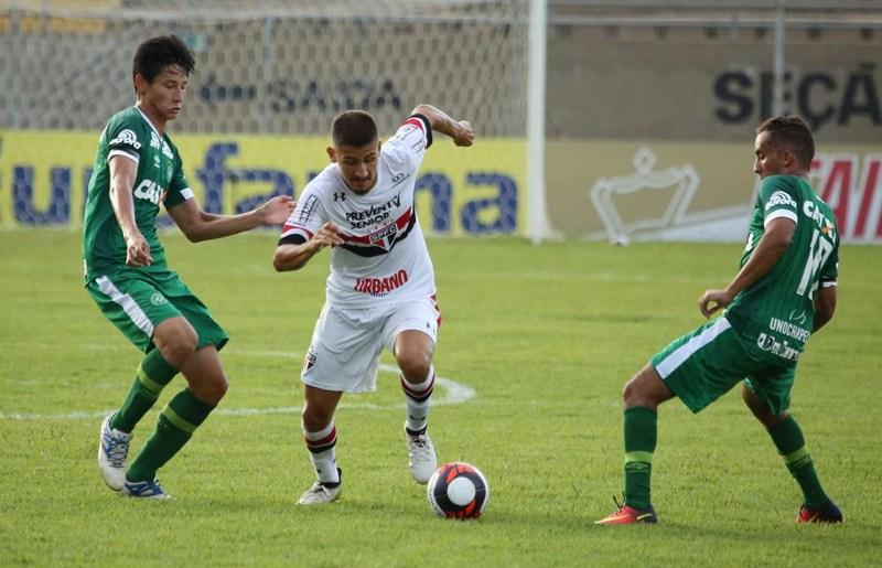 O São Paulo fez a melhor campanha da primeira fase, mas não passou pela Chapecoense, que vence apenas um jogo nessa Copinha (Foto: Igor Amorim/SPFC)