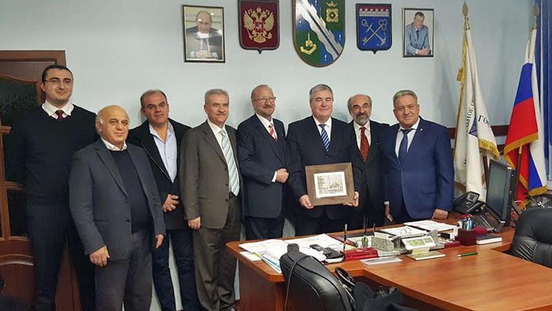 """ΑΝΑ.Σ.Α: Χωρίς κανένα αποτέλεσμα τα ταξίδια του κ. Λαμπάκη και η """"αδελφοποίηση"""" με την Αγία Πετρούπολη"""