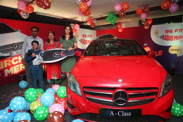 Raashi Khanna at Mirchi 95 Suno Mercedes Jeeto Contest Stills  0013