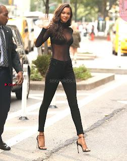 Lais-Ribeiro-Victorias-Secret-Offices-in-New-York-05+%7E+SexyCelebs.in+Exclusive.jpg