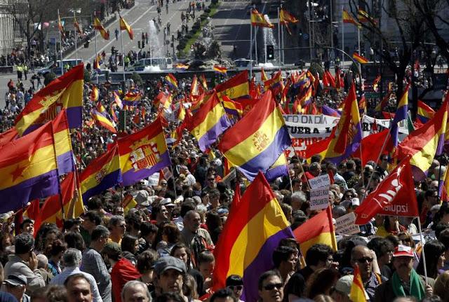 Historia. La democracia, los socialistas y la monarquía.