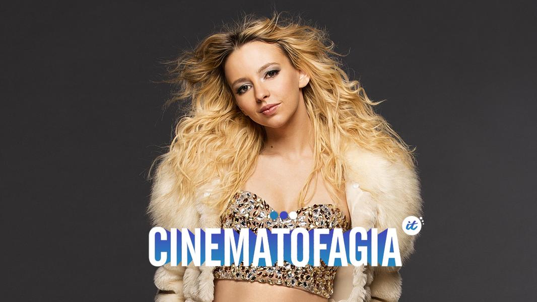 Momentos icônicos estão na tela de forma desleixada, encabeçadas por uma atriz que nada se parece com a Britney