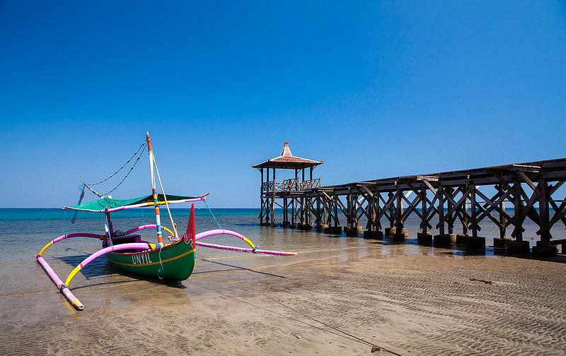 Pantai pasir putih Situbondo pesona jawa timur