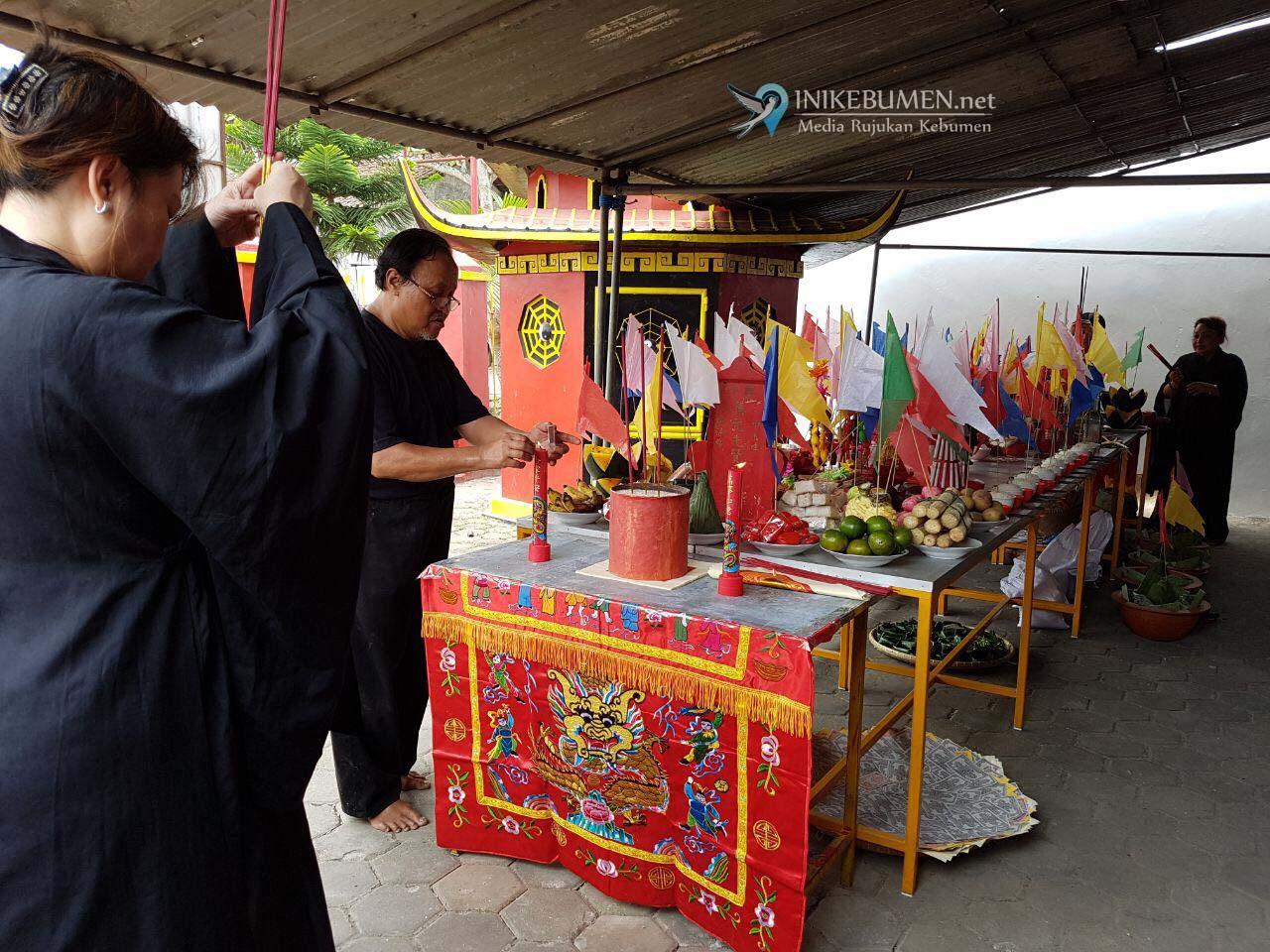 Warga Tionghoa Kebumen Gelar Sembahyang Gui Jie di Klenteng Kong Hwe Kiong Kebumen