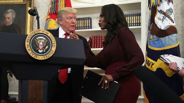 Exasesora de la Casa Blanca revela otra grabación, esta vez con Trump, y amenaza con difundir más