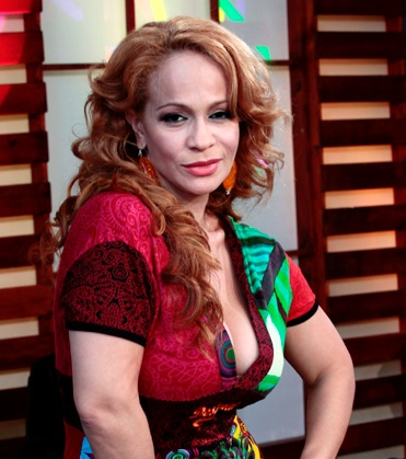 Foto de la cantante Miriam Aracelis sonriendo