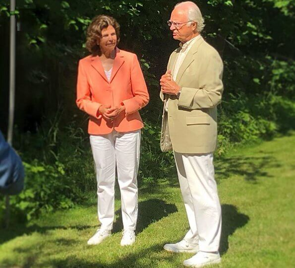 King Carl Gustaf opened the Themed Gardens 2020 competition during a ceremony in the grounds of Solliden Palace. Queen Silvia