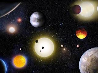 Según el análisis de los datos de la misión Kepler, son entre un 20-50% más grandes que la Tierra y se encuentran a 181 años luz de distancia en la constelación de Acuario. Los planetas orbitan una estrella enana, M K2-72, que posee menos de la mitad del tamaño de nuestro Sol. Al parecer, sus periodos orbitales van de 5,5 a 24 días, y dos de estos planetas podrían tener niveles de irradiación de su estrella muy parecidos a los que tenemos en la Tierra.