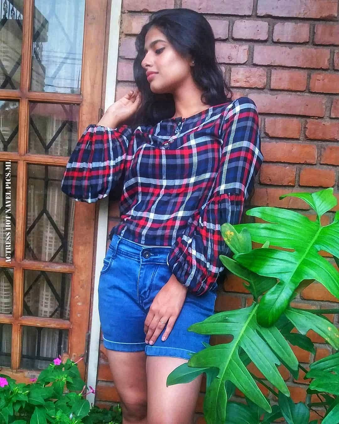 Nayanthara Chakravarthy Hot Photos