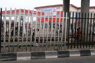 News: Homeless children, beggars, street urchins take over Mokola Bridge in Ibadan (PHOTOS)