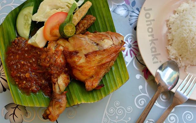 Johor-Ayam-Penyet-Banafee-Cafe