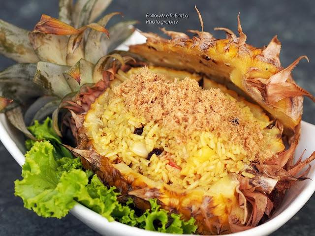 Kao Pad Sapparod Pineapple Fried Rice with Seafood & Chicken Floss RM 27