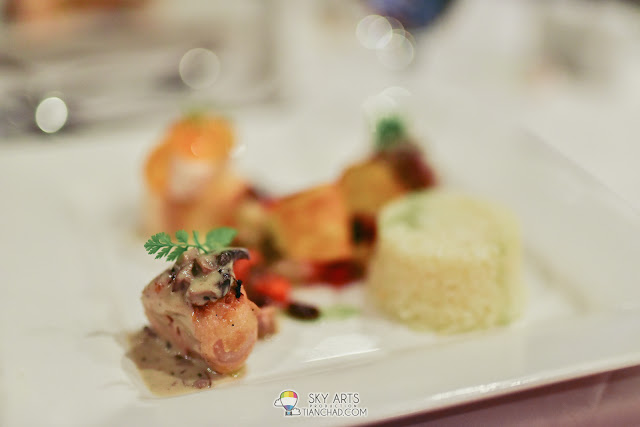 Dining at The Taaras Redang Beach Spa Resort - The Beach Brasserie Fine Dining