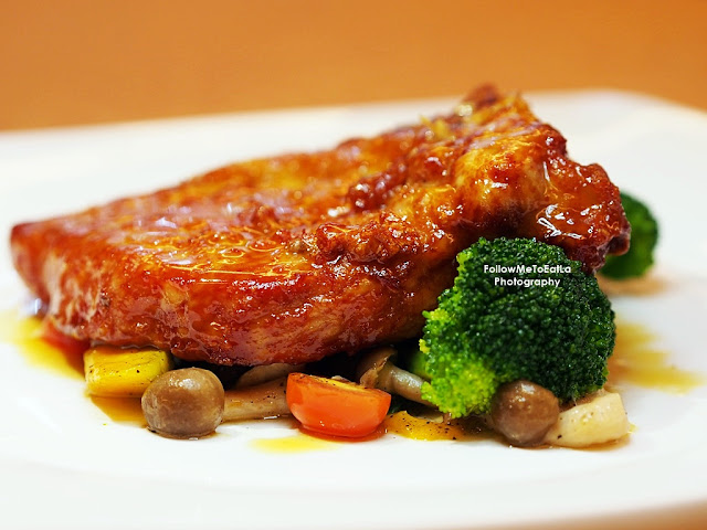 Champagne Sizzle Pork Chop  香檳煎豬扒 RM 28++
