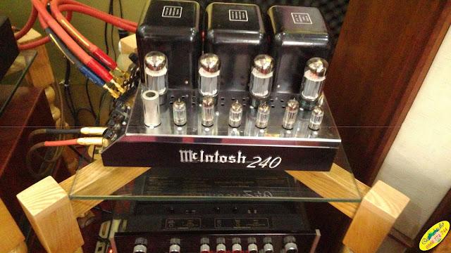 Amplifier : MC240 McIntosh - Made in USA