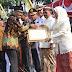 Risma Berikan Penghargaan Kepada Ketua  Forum KIM Kota Surabaya