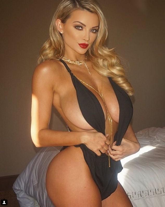 Линдси Пелас и ее грудь 4-ого размера (17 фото)