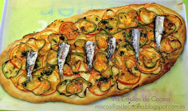 cocca casera de verduras y sardinillas