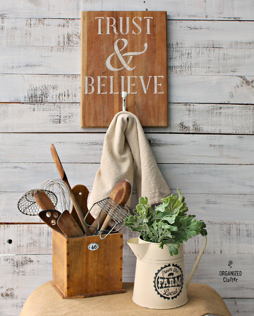 Thrift Shop Items Upcycled As Farmhouse Kitchen Decor #stencil #hobbylobbyhook #thriftshopmakeover #upcycle