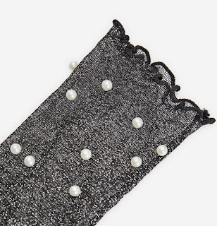https://www.stradivarius.com/fr/femme/nouveau/chaussettes-perles-c1390561p300343606.html?colorId=001