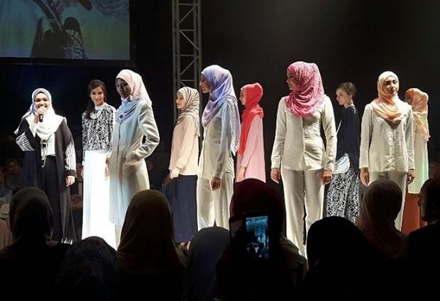 """Datuk Siti Lancar Jenama Pakaian Sendiri """"Creacion By Siti Nurhaliza"""""""