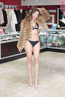 Blanca-Blanco-at-a-local-pawn-shop--27+%7E+SexyCelebs.in+Exclusive.jpg