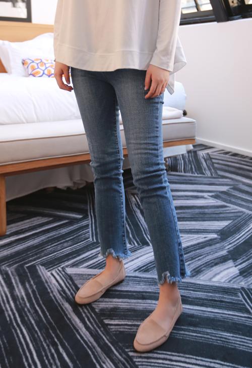 Raw Hem Whiskered Hip Jeans