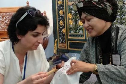 Perajin Asal Gresik ini Mewakili Indonesia Promosi Batik di UNESCO Paris